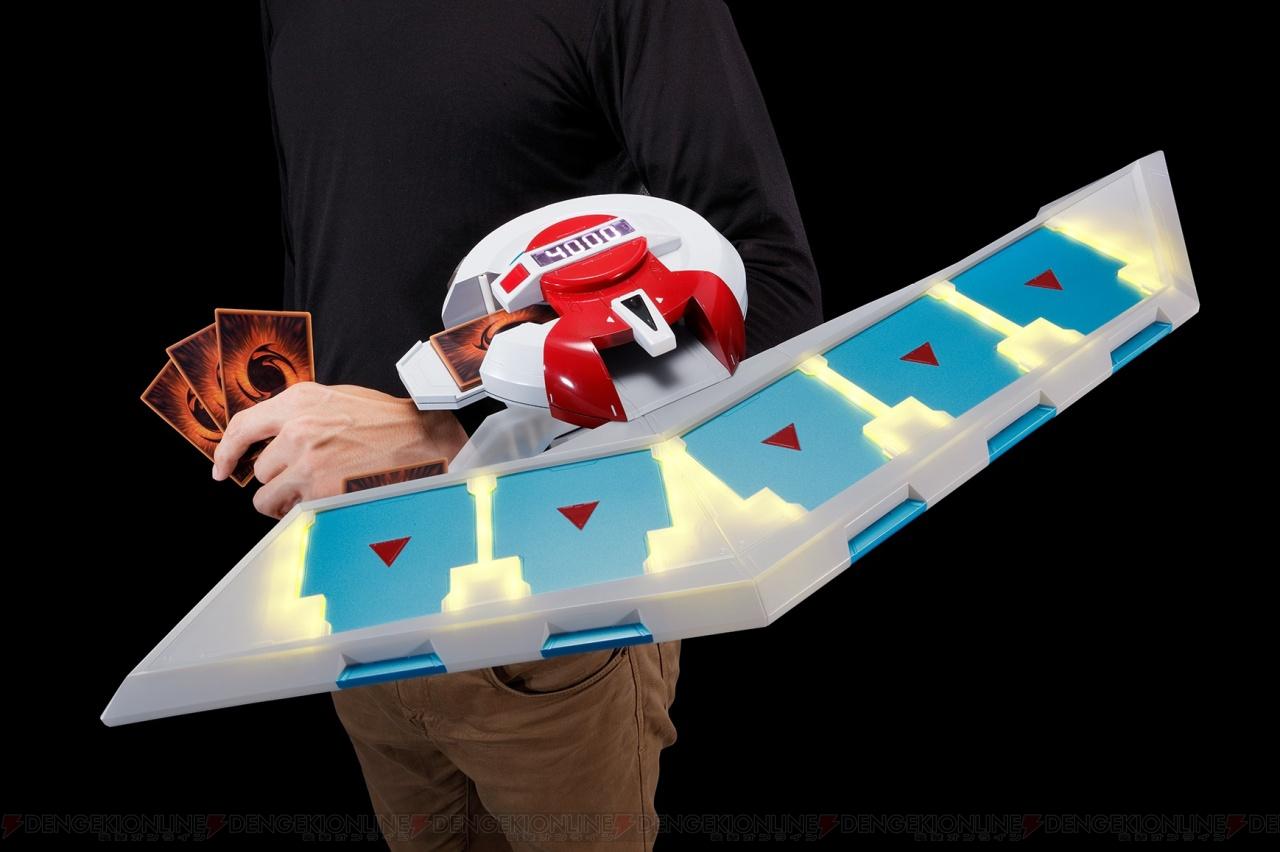 『遊戯王』デュエルディスクが1/1サイズで立体化。海馬瀬人の印象的なセリフを収録 - 電撃オンライン